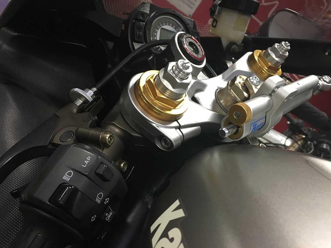Amortiguador de direccion para moto