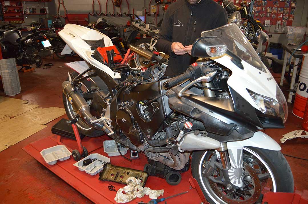 Revision y reglaje de valvulas de moto suzuki gsxr