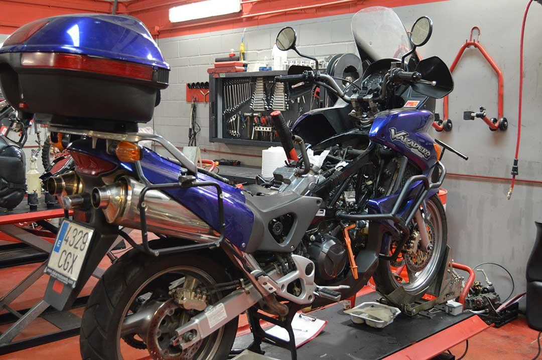 Reglaje de valvulas moto Honda Varadero 1000